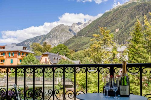 Balcony with views of les Drus