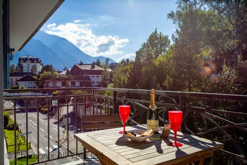 Balcony with stunning mountain views