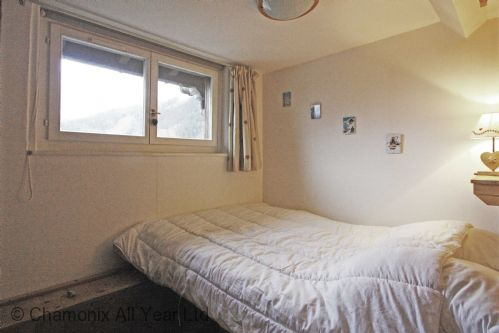 Double bedroom with views of Planards