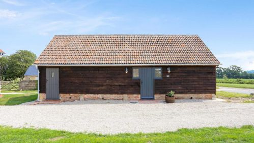 Little Barn Exterior - StayCotswold