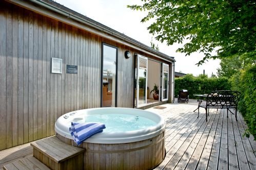 Upfront,up,front,reviews,accommodation,self,catering,rental,holiday,homes,cottages,feedback,information,genuine,trust,worthy,trustworthy,supercontrol,system,guests,customers,verified,exclusive,amber lodge,strawberryfield park,cheddar,,image,of,photo,picture,view