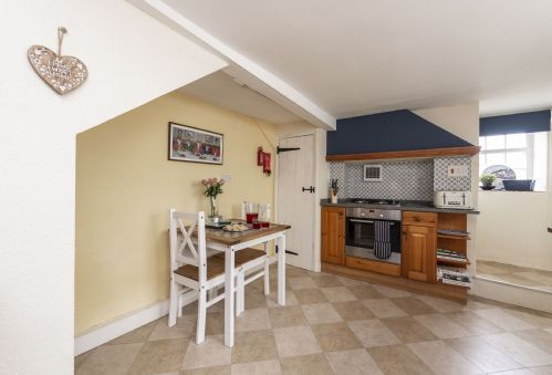 Upfront,up,front,reviews,accommodation,self,catering,rental,holiday,homes,cottages,feedback,information,genuine,trust,worthy,trustworthy,supercontrol,system,guests,customers,verified,exclusive,yellow rose cottage,dorset hideaways,dorchester,,image,of,photo,picture,view