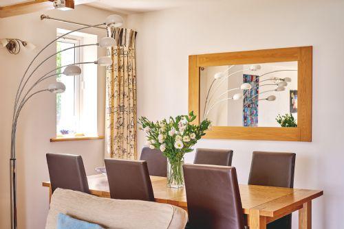 Seaview Apartment Dining