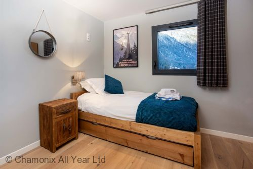 Single bedroom with extra pull out single bed