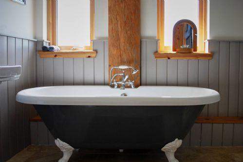 Fir Cottage Bath