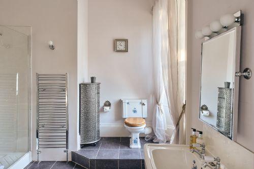 The Manor Bathroom 2