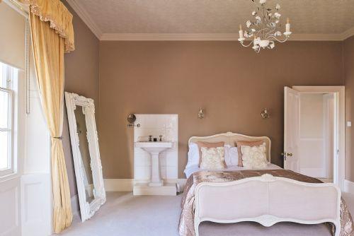 The Manor Bedroom 4