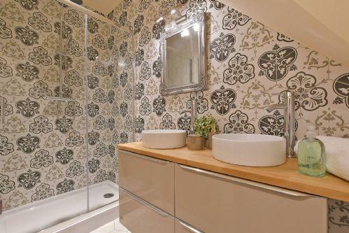 Horseshoe House Shower Room 2