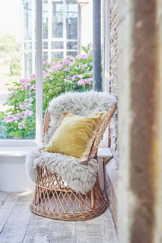 Albert Lodge Chair Detail