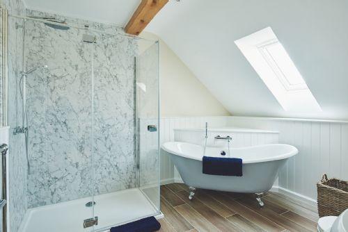 Big Barn Roll Top Bath