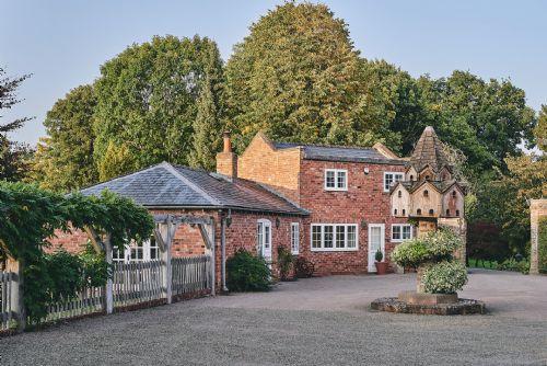 Flock Cottage Exterior 5