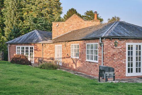 Flock Cottage Exterior 3