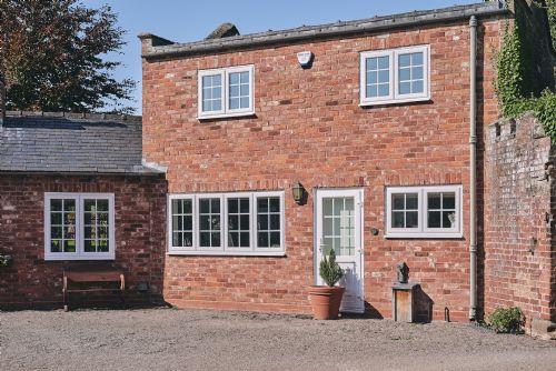 Flock Cottage Exterior 4