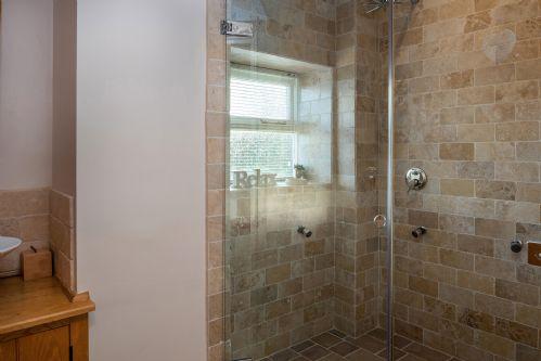 Smithy Cottage Shower 3