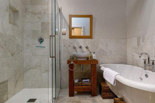 Fox Cottage Bathroom 1