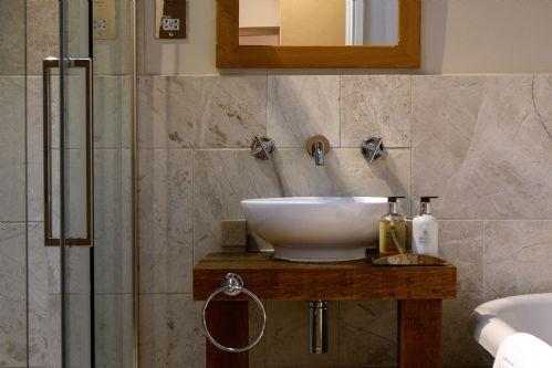 Fox Cottage Bathroom 7