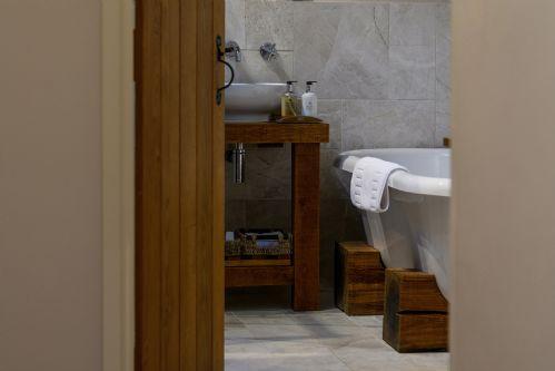 Fox Cottage Bathroom 6