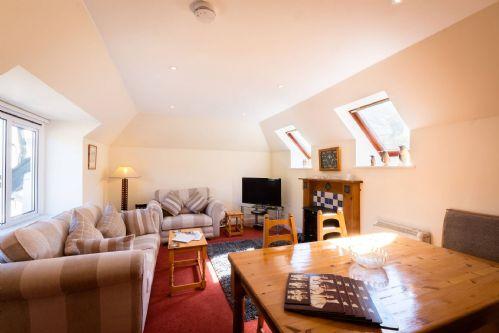 Glen View Cottage Living & Dining