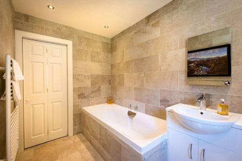 The Hunting Lodge Bathroom 4