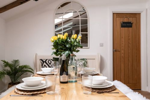 Luxury Penthouse - dining table 2