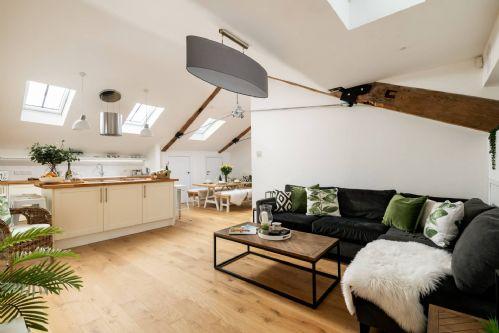 Luxury Penthouse - sofa 2