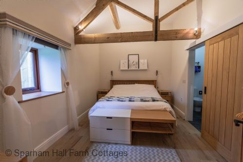 Upfront,up,front,reviews,accommodation,self,catering,rental,holiday,homes,cottages,feedback,information,genuine,trust,worthy,trustworthy,supercontrol,system,guests,customers,verified,exclusive,the apple room,sparham hall farm cottages,norwich,,image,of,photo,picture,view