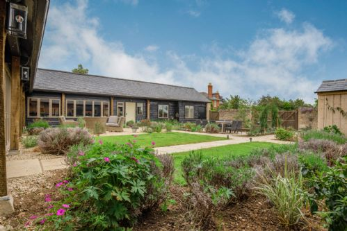 Upfront,up,front,reviews,accommodation,self,catering,rental,holiday,homes,cottages,feedback,information,genuine,trust,worthy,trustworthy,supercontrol,system,guests,customers,verified,exclusive,kingfisher barn,staycotswold,aston, near bampton,,image,of,photo,picture,view