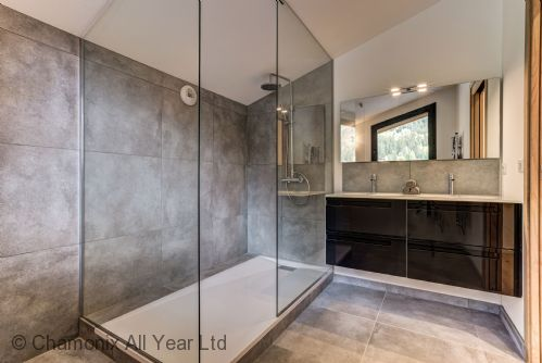 Master bedroom ensuite with italien shower and his n her sinks