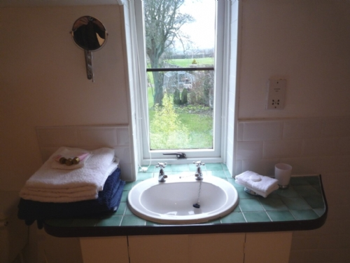 Rook Cottage, Winton, Bathroom, Lakes Cottage Holidays