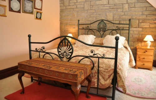 Delph Cottage, bedroom, Cottage Holiday Group