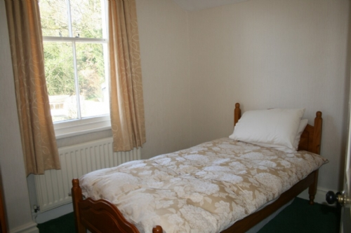 Riverdale, bedroom, Lakes Cottage Holidays