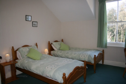 Riverdale, twin bedroom, Lakes Cottage Holidays