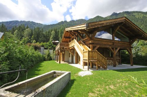 Large private garden around chalet