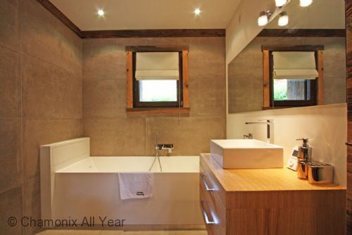 Twin bedroom ensuite with bath, shower and sink
