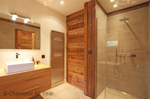 Additional view of twin bedroom ensuite