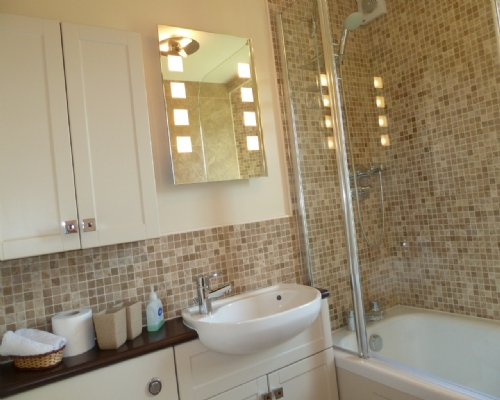Greenbank Farmhouse, Bathroom, Lakes Cottage Holidays
