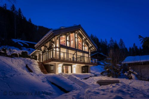 Chalet La Source exterior view in winter