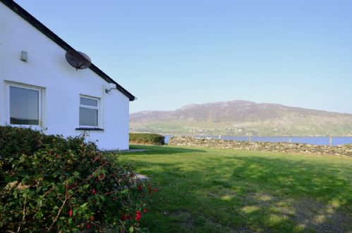 Upfront,up,front,reviews,accommodation,self,catering,rental,holiday,homes,cottages,feedback,information,genuine,trust,worthy,trustworthy,supercontrol,system,guests,customers,verified,exclusive, cottage 101 - moyard,love connemara cottages,moyard,,image,of,photo,picture,view