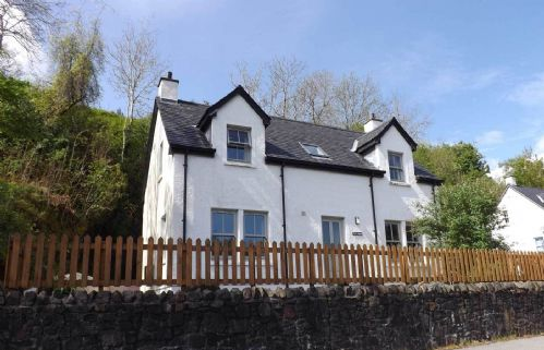 Upfront,up,front,reviews,accommodation,self,catering,rental,holiday,homes,cottages,feedback,information,genuine,trust,worthy,trustworthy,supercontrol,system,guests,customers,verified,exclusive,creag bheag,islands and highlands cottages,portree,,image,of,photo,picture,view