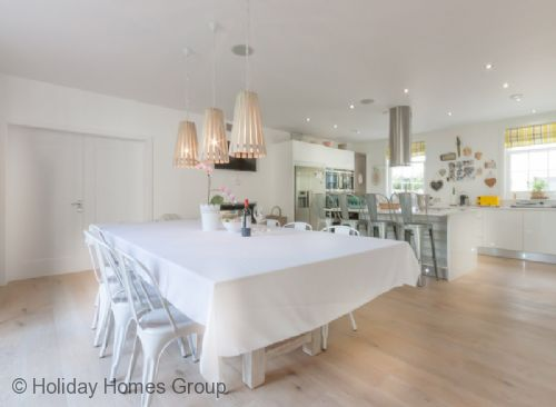 Upfront,up,front,reviews,accommodation,self,catering,rental,holiday,homes,cottages,feedback,information,genuine,trust,worthy,trustworthy,supercontrol,system,guests,customers,verified,exclusive,chimney corner-henley,house parties ltd,henley-on-thames,,image,of,photo,picture,view