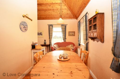 Upfront,up,front,reviews,accommodation,self,catering,rental,holiday,homes,cottages,feedback,information,genuine,trust,worthy,trustworthy,supercontrol,system,guests,customers,verified,exclusive,cottage 201 - claddaghduff,love connemara cottages,claddaghduff,,image,of,photo,picture,view