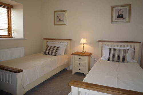 Wilson House, Twin Bedroom, Lakes Cottage Holidays