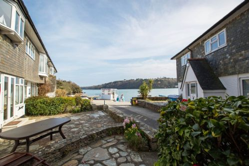 Upfront,up,front,reviews,accommodation,self,catering,rental,holiday,homes,cottages,feedback,information,genuine,trust,worthy,trustworthy,supercontrol,system,guests,customers,verified,exclusive,l14, hove to,holiday cornwall ltd,helford passage,,image,of,photo,picture,view