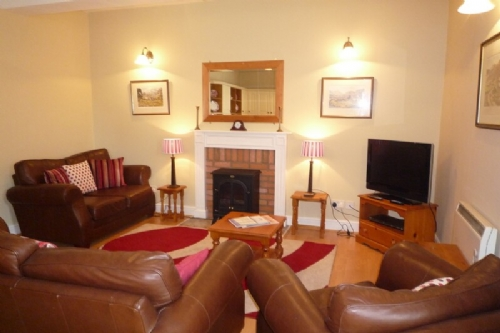 Above Cot, self catering apartment in Windermere sleeping 8, Lakes Cottage Holidays