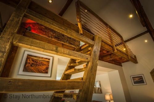 """Feature staircase to """"den"""""""