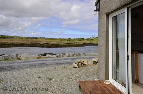 Upfront,up,front,reviews,accommodation,self,catering,rental,holiday,homes,cottages,feedback,information,genuine,trust,worthy,trustworthy,supercontrol,system,guests,customers,verified,exclusive,cottage 216 - roundstone,love connemara,roundstone,,image,of,photo,picture,view
