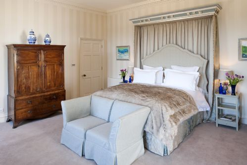 Upfront,up,front,reviews,accommodation,self,catering,rental,holiday,homes,cottages,feedback,information,genuine,trust,worthy,trustworthy,supercontrol,system,guests,customers,verified,exclusive,north wing - the salamanca,combermere abbey cottages,,,image,of,photo,picture,view