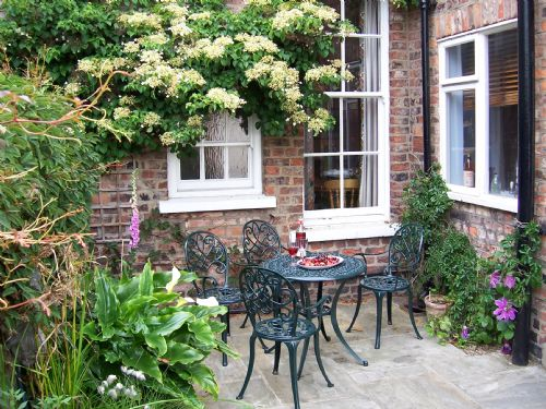 Upfront,up,front,reviews,accommodation,self,catering,rental,holiday,homes,cottages,feedback,information,genuine,trust,worthy,trustworthy,supercontrol,system,guests,customers,verified,exclusive,47a st johns street ,in york holidays,york,,image,of,photo,picture,view