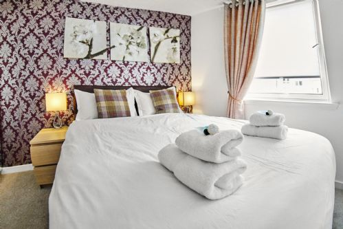 Upfront,up,front,reviews,accommodation,self,catering,rental,holiday,homes,cottages,feedback,information,genuine,trust,worthy,trustworthy,supercontrol,system,guests,customers,verified,exclusive,king's apartment,thistle apartments ltd,aberdeen,,image,of,photo,picture,view
