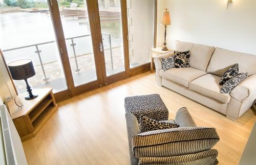 Marina Apartment, lounge, Cottage Holiday Group